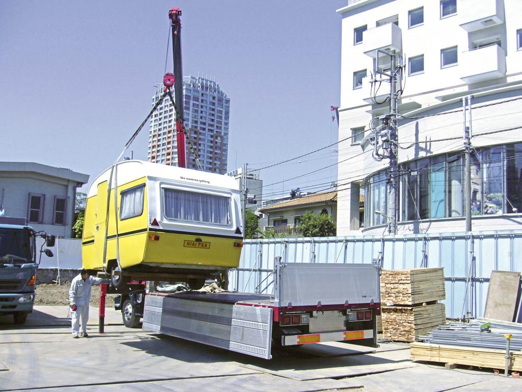 The Caravan Gallery arriving in Tokyo